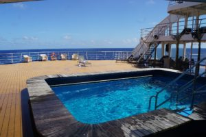Pool an Deck der ARANUI 5